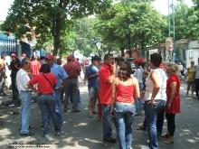 22-08-2010-los-electores-a-la-s-afueras-del-centro-piloto-el-dia-del-simulacro-de-elecciones