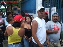 los-votantes-en-la-cola-el-dia-del-simulacro-de-eleccion-22-08-2010